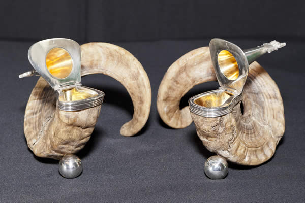 Rams' Horn snuff boxes